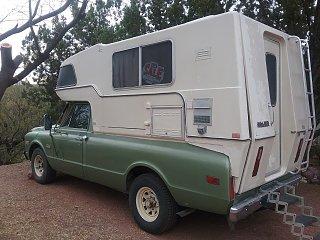 Rare-SunRader 13' fiberglass 4X4 truck camper w/rear hatch