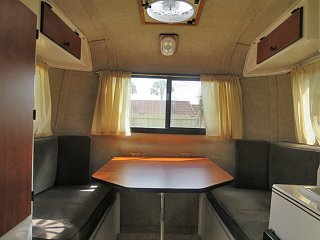 2bed-converts-to-table-c.jpg