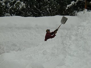 Old_Fashion_snow_thrower.JPG