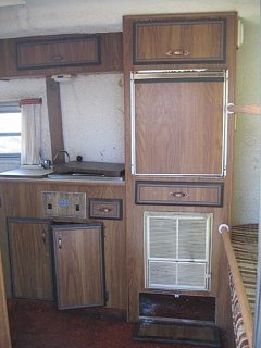 Click image for larger version  Name:002Trailer_kitchen.jpg Views:383 Size:52.9 KB ID:1220