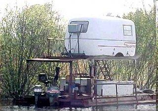 Trailer_houseboat4.jpg