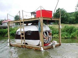 Trailer_houseboat.jpg