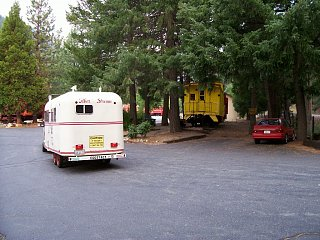 Railroad_Park_Motel_and_Trailer.jpg