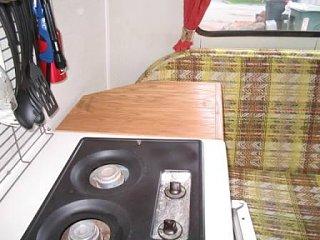 shelf_in_trailer_003.jpg