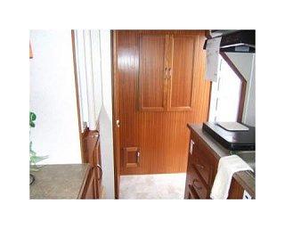no._lite_closet___refrig___toilet_to_left.jpg