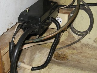 Wiring_terminal_box_2A.jpg