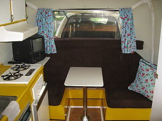 Click image for larger version  Name:boler_yellow_dinette_mod_keeping_bunk_with_table_up.JPG Views:283 Size:166.7 KB ID:22532
