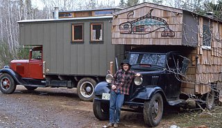 Click image for larger version  Name:steve_and_2_house_trucks.jpg Views:116 Size:63.0 KB ID:23631