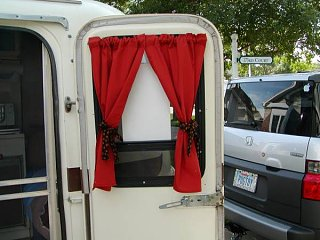 Click image for larger version  Name:door_window_curtains.jpg Views:54 Size:54.8 KB ID:29735