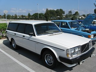 Volvo's at Ikea -- 11-1-09 010.jpg