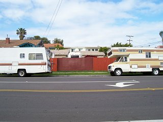 Click image for larger version  Name:Gate between Motorhomes.jpg Views:25 Size:106.4 KB ID:35311
