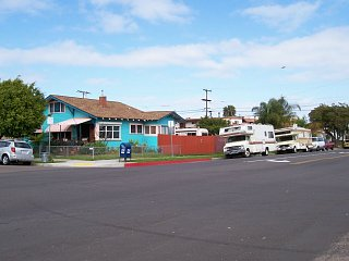 Click image for larger version  Name:Motorhomes parked.jpg Views:11 Size:101.4 KB ID:37539