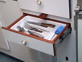 Kitchen_drawers_edited_1.jpg