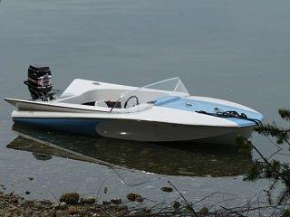 1963_Reinell_Jet_Flight_Fiberglass_Speed_Boat_on_Water_resize.jpg