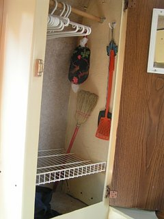 Click image for larger version  Name:Inside_Closet.jpg Views:185 Size:67.0 KB ID:8836